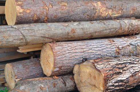 だんぢりのブレーキで作られた、松原木材の商品陳列棚